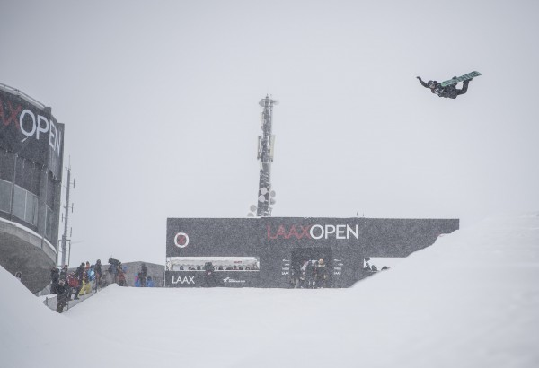 Ayumu Hirano and Torah Bright take top spots in today's Halfpipe qualifiers at the Laax Open