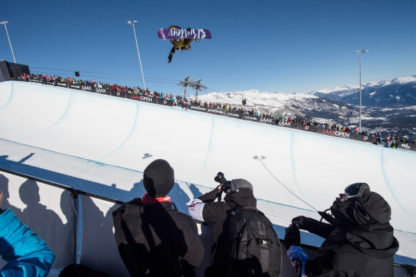 Chloe Kim takes the Women's Halfpipe. Photo: Marcel Lämmerhirt